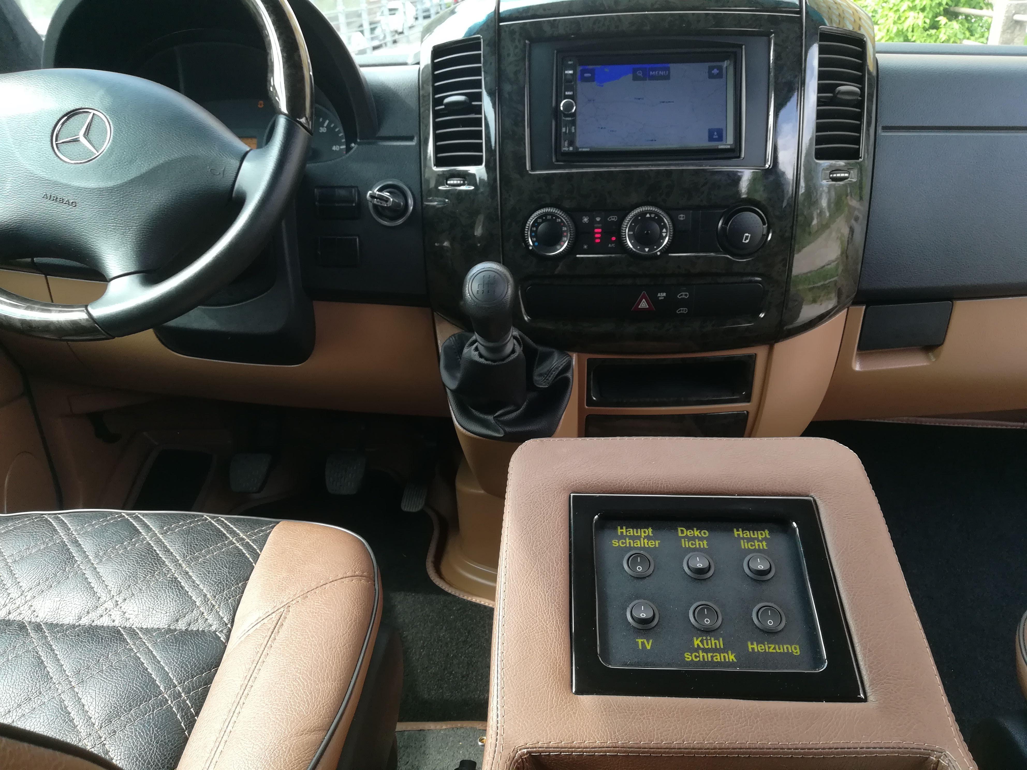 Easyrent luksus minibussi keskikonsoli