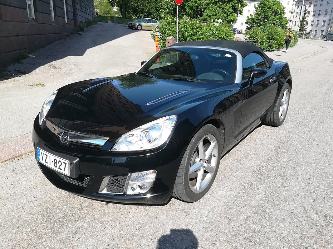 Easyrent erikoisautot avoauto Opel edestä